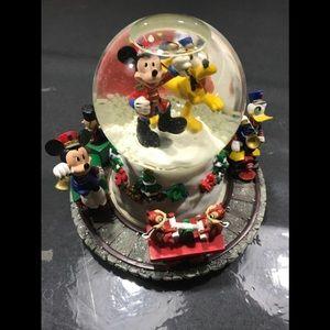 Disney Holiday snow globe
